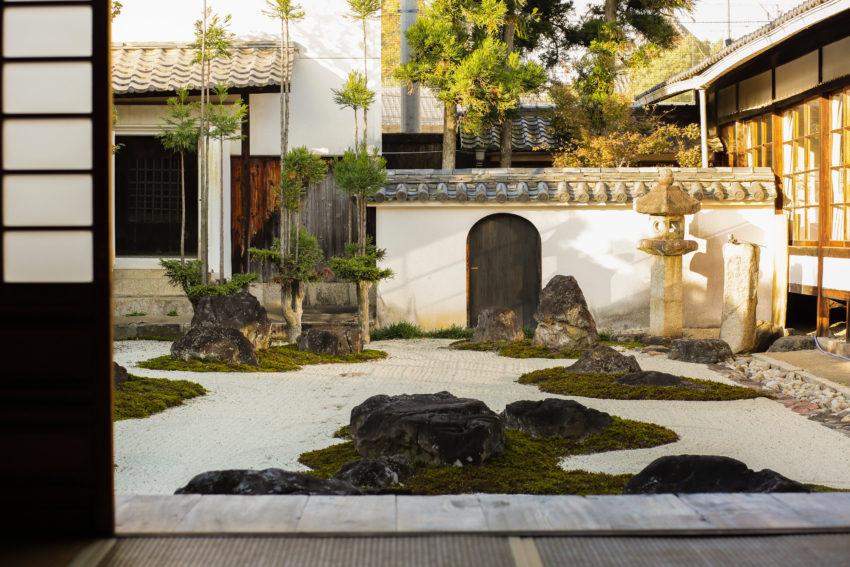 妙蓮寺 枯山水庭園(十六羅漢石庭)