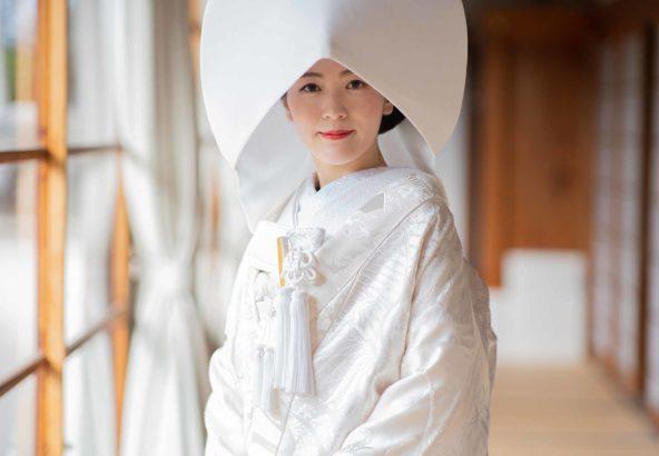 縁側での綿帽子姿の花嫁様