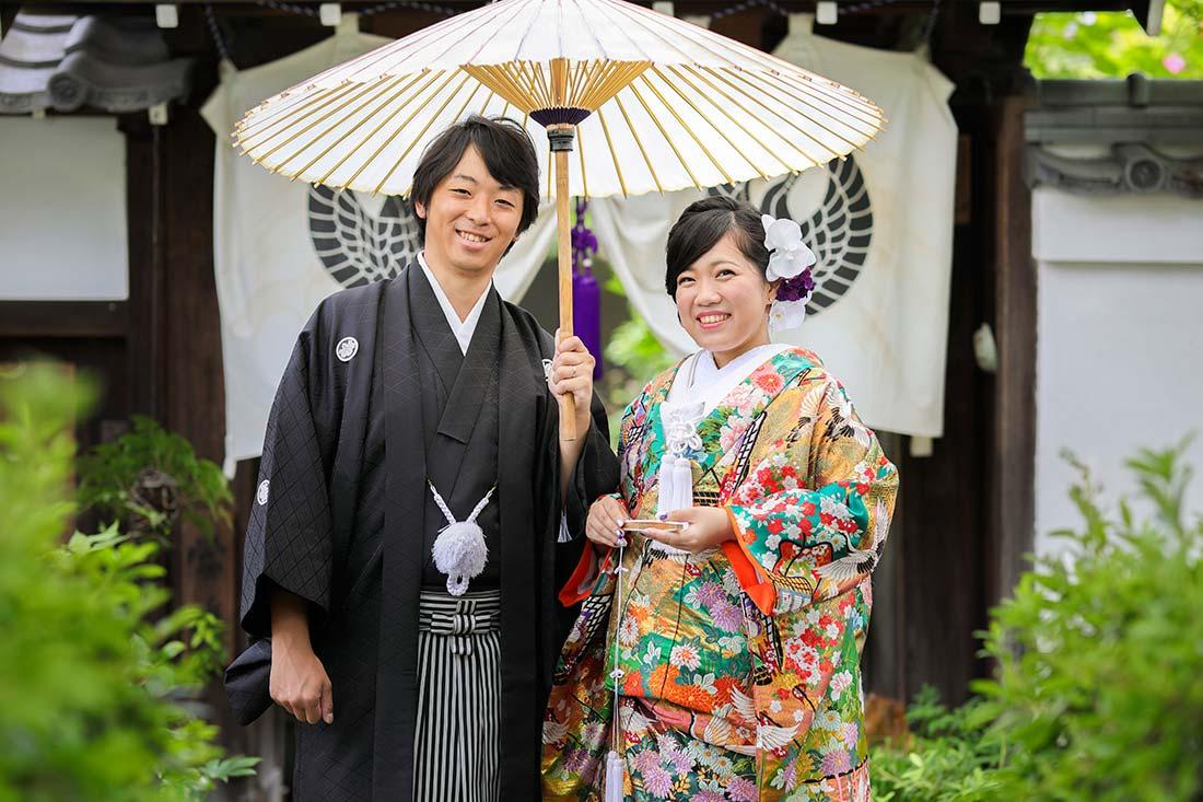 京都のお寺で番傘を使ったカット