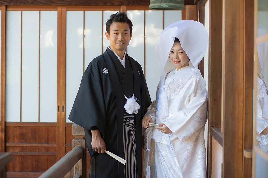 お寺の縁側での京都前撮り写真