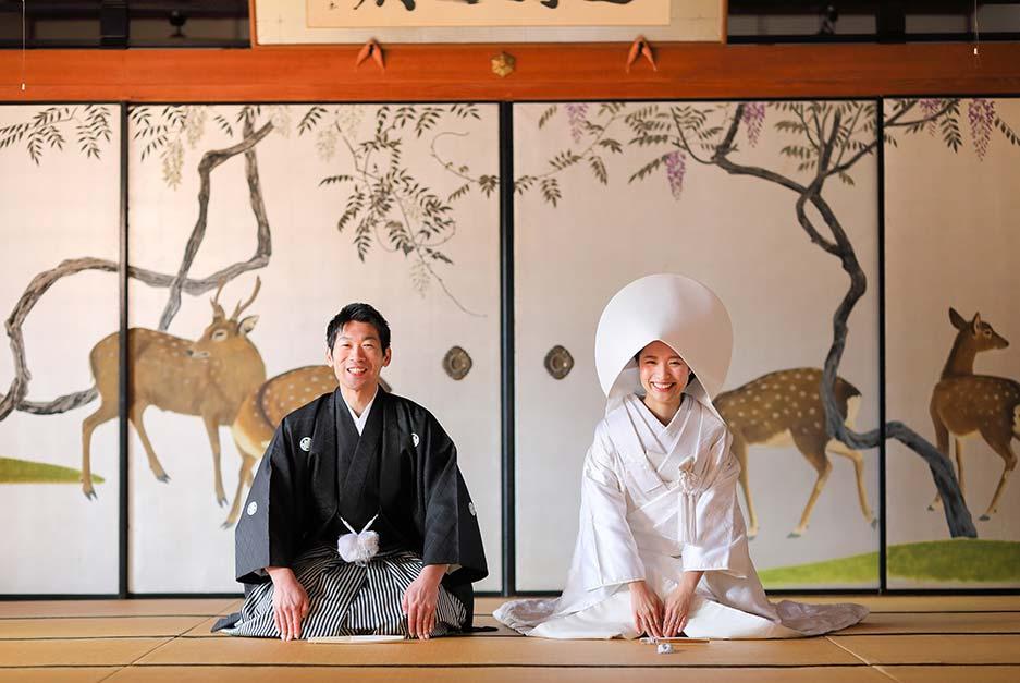 妙蓮寺様の文化財の鹿の襖絵前での婚礼写真