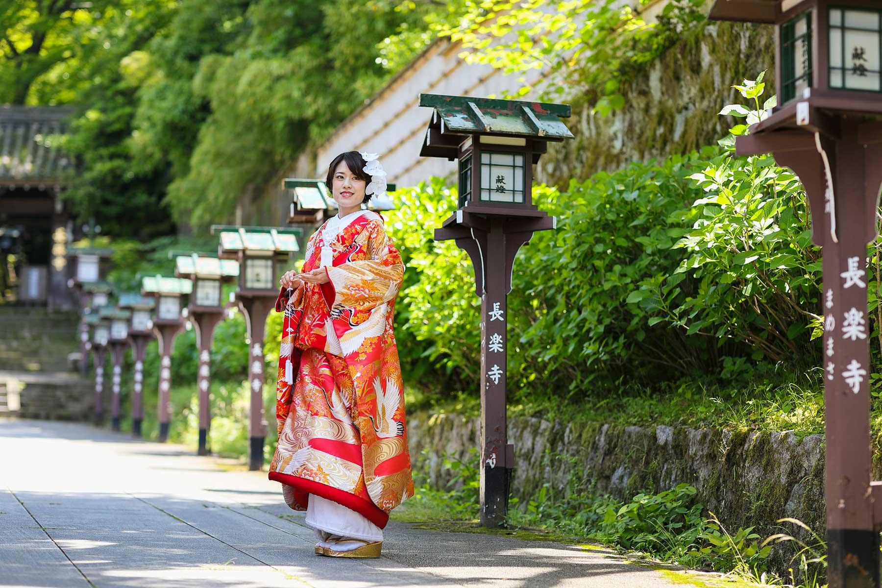 長楽寺参道での色打掛でのお写真