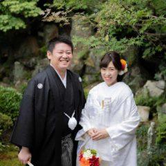お寺のお庭での和装写真