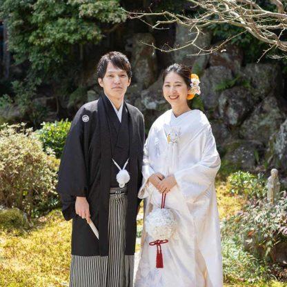 お寺のお庭での和装前撮りお写真