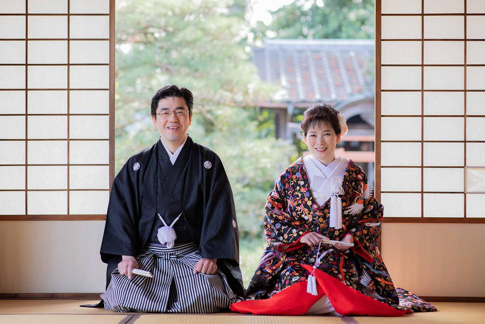 お寺でのお茶室での正座のお写真