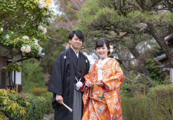 お寺のお庭での和装婚礼写真