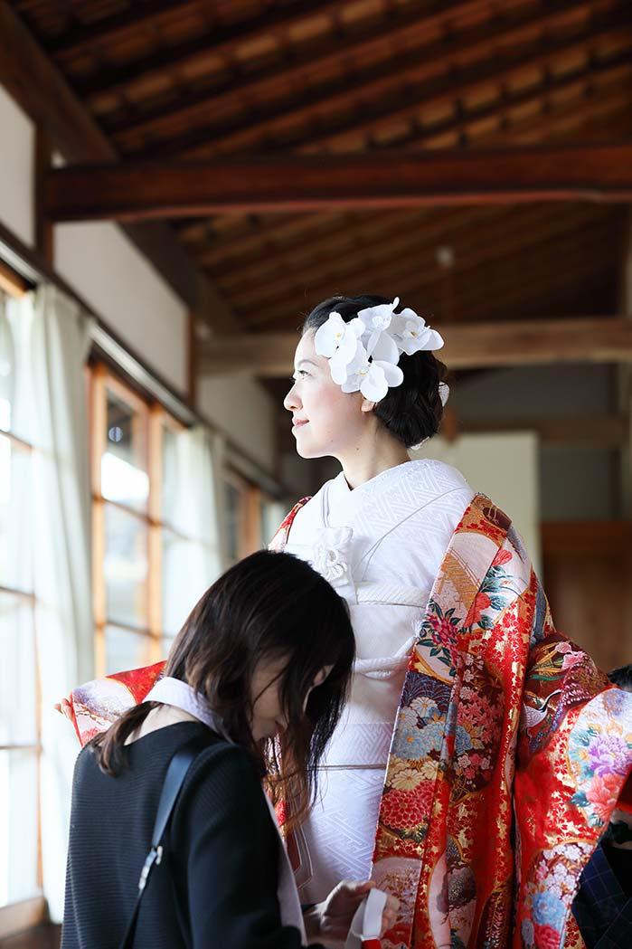 花嫁様の着付け風景