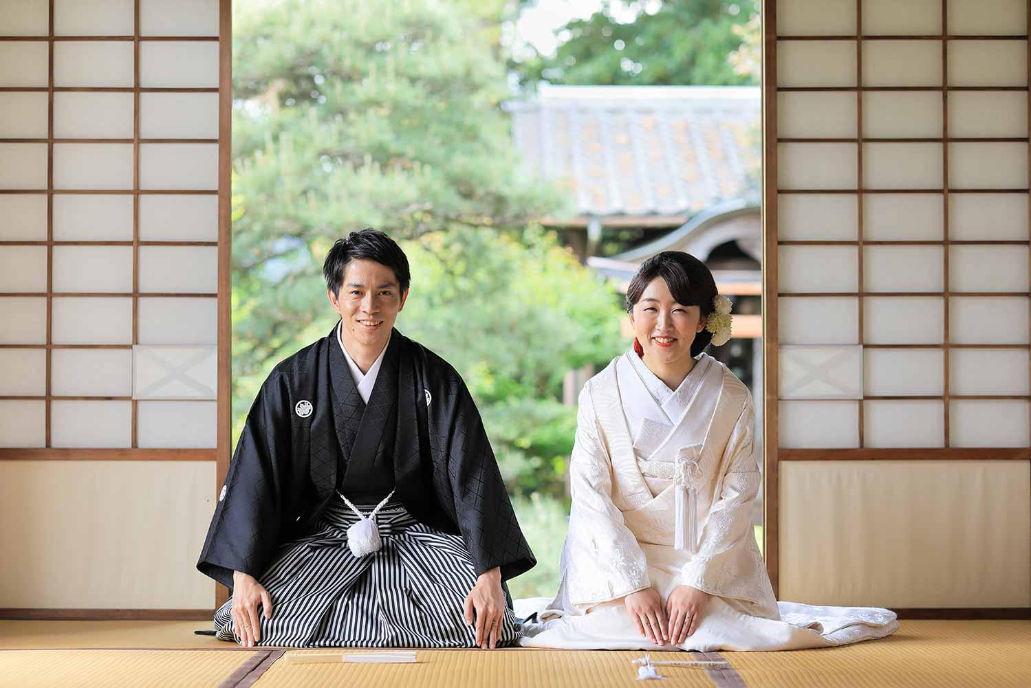 和室の座敷での挨拶状のお写真