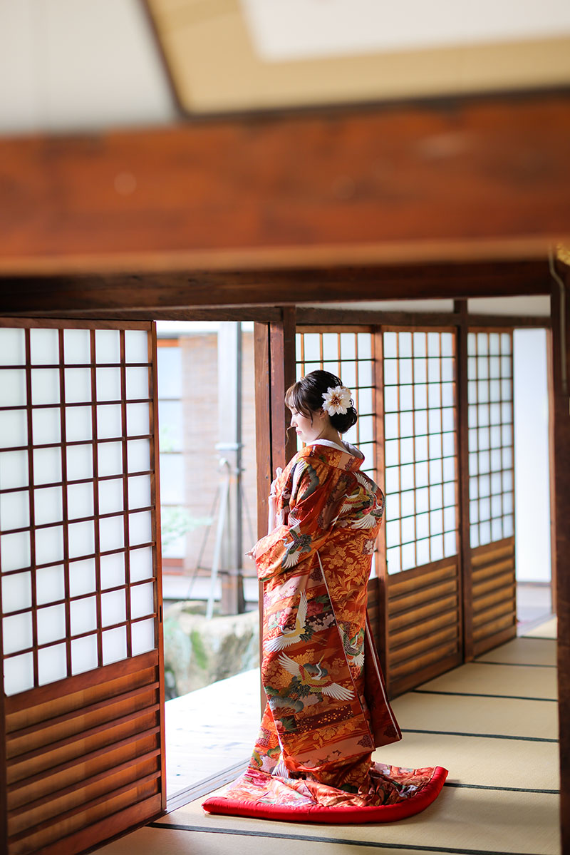 16.えんじ色−鶴
