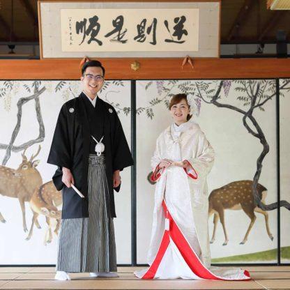 鹿の襖絵前での結婚写真