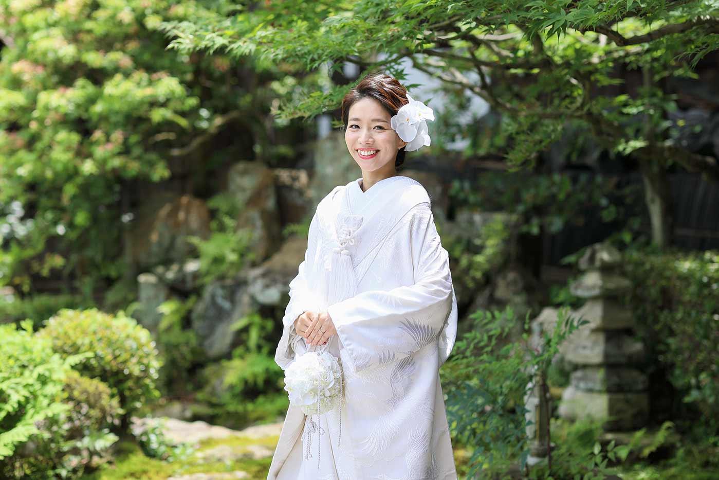 胡蝶蘭を使用したヘアメイクの花嫁様