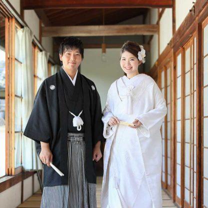 色白で優しい雰囲気の花嫁様と新郎様