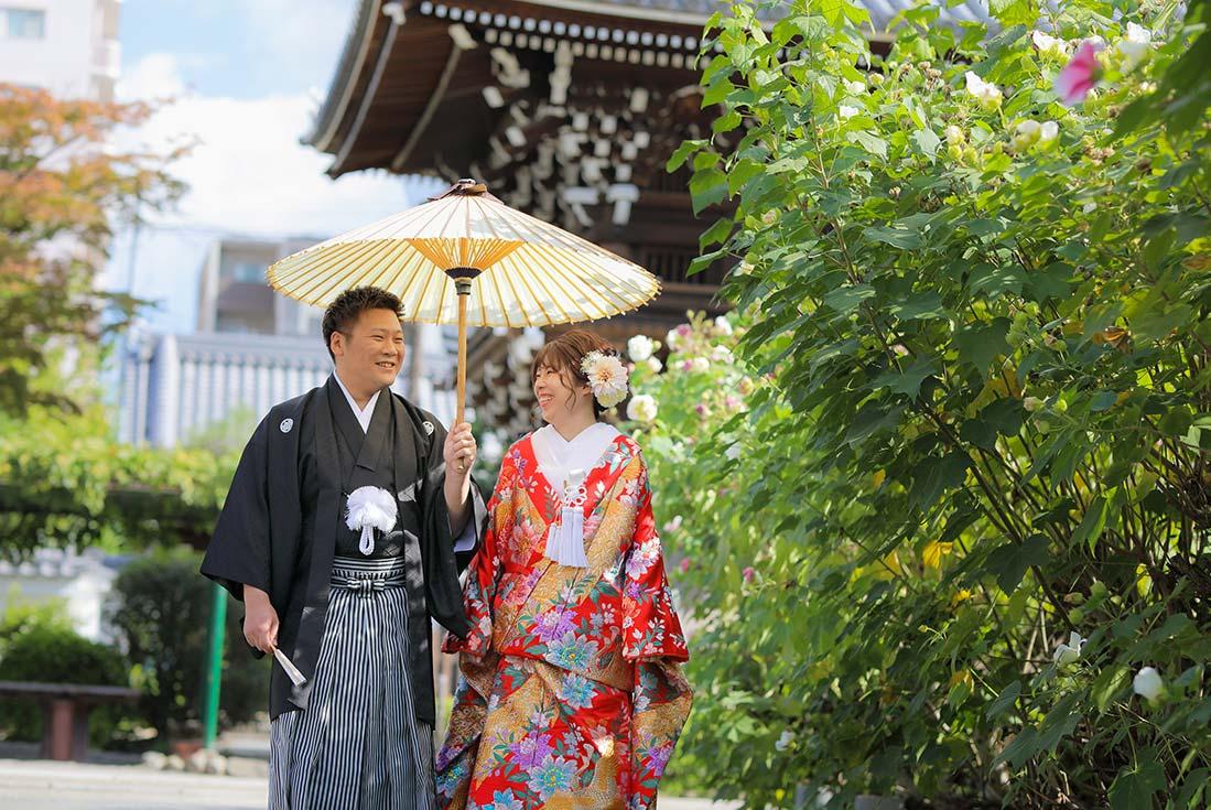 芙蓉の花と結婚写真