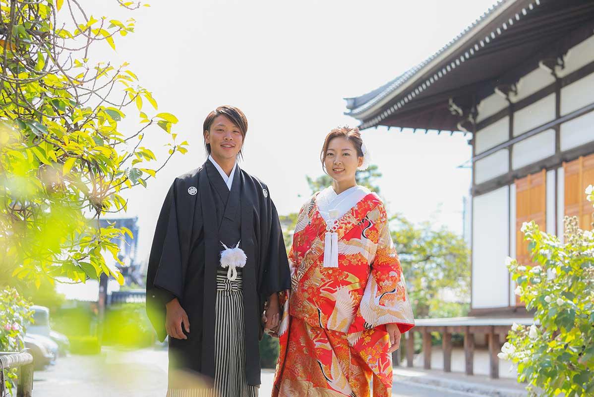 お寺の境内での前撮り写真