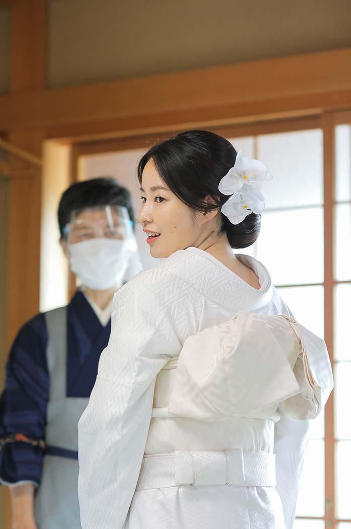 花嫁様の和装着付け風景
