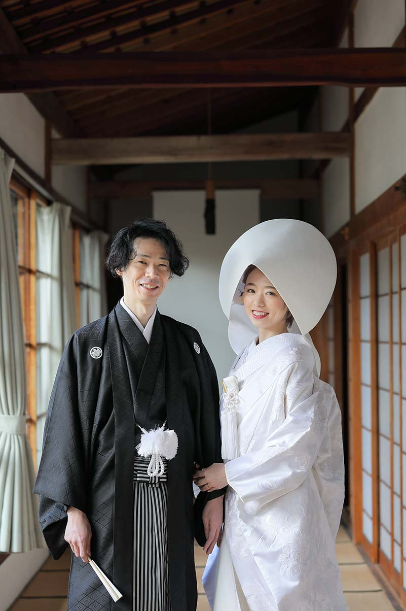 白無垢綿帽子と羽織袴の新郎新婦様