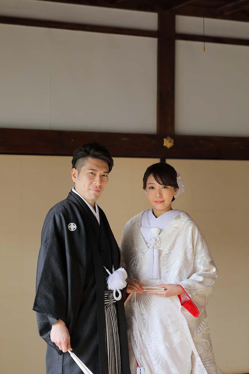 白無垢と羽織袴姿で和装後撮りの新郎新婦様