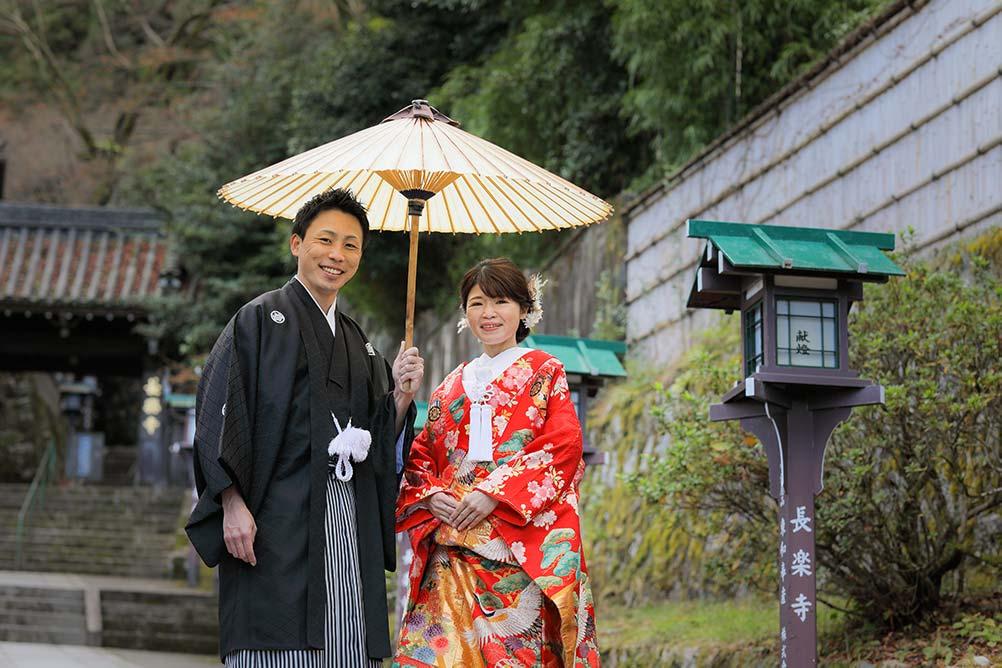 長楽寺参道で番傘を使ったカット