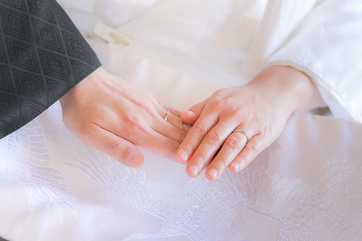 結婚指輪のお写真を白無垢背景に
