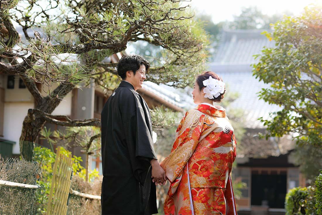 京都戒光寺様の境内で後ろ姿のお写真