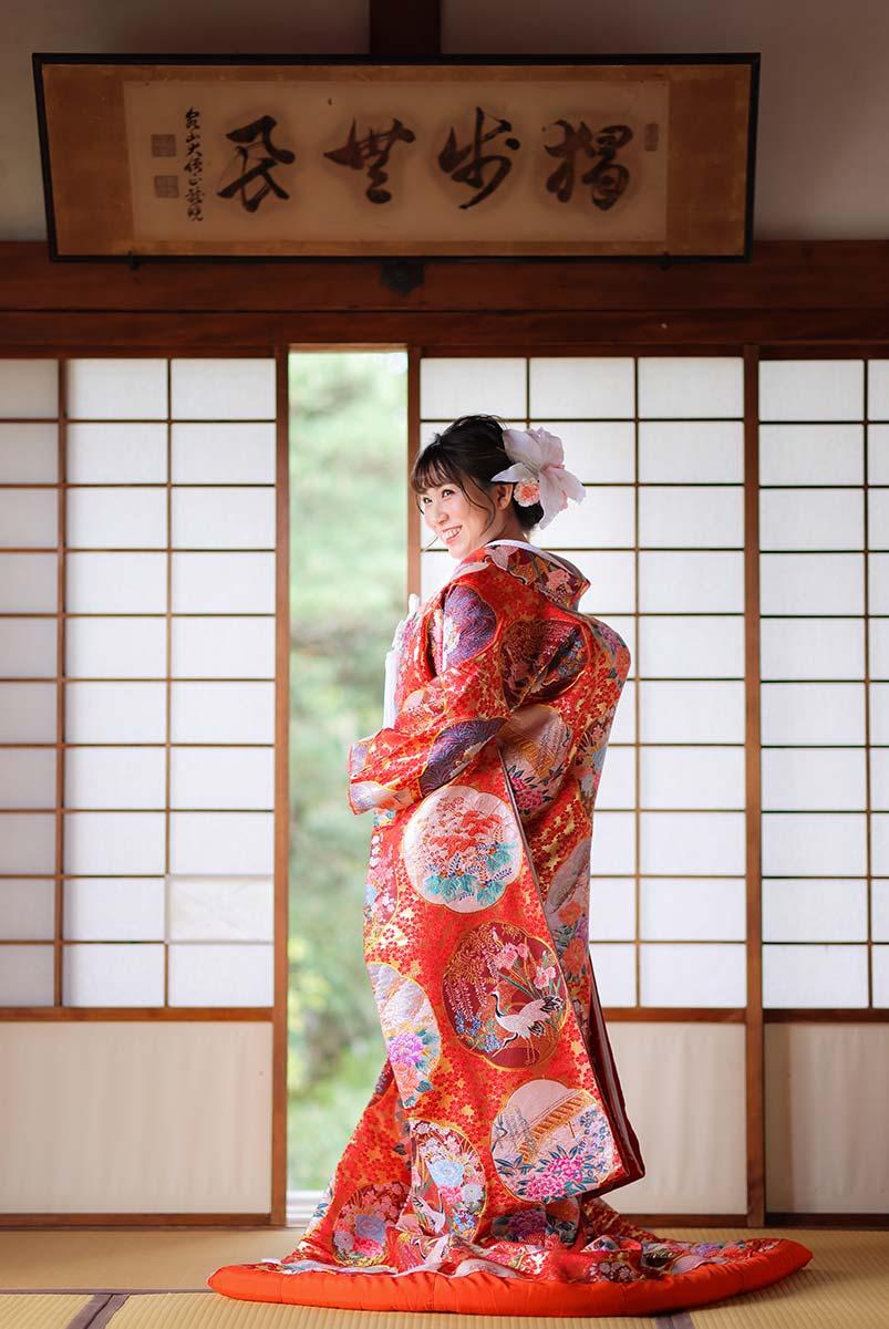 赤ー丸紋の打掛姿の花嫁様