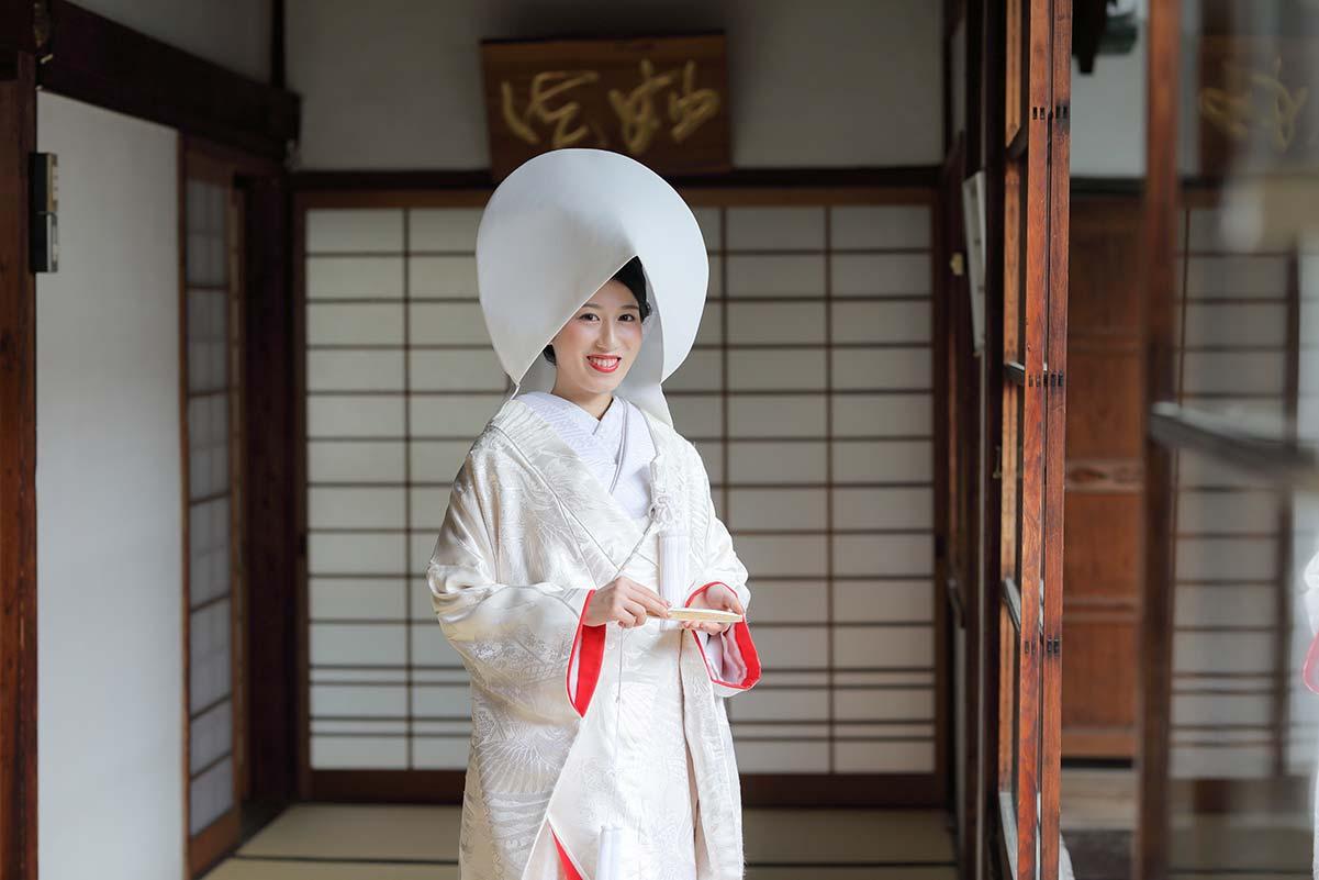 赤ふきの白無垢に綿帽子姿の花嫁様