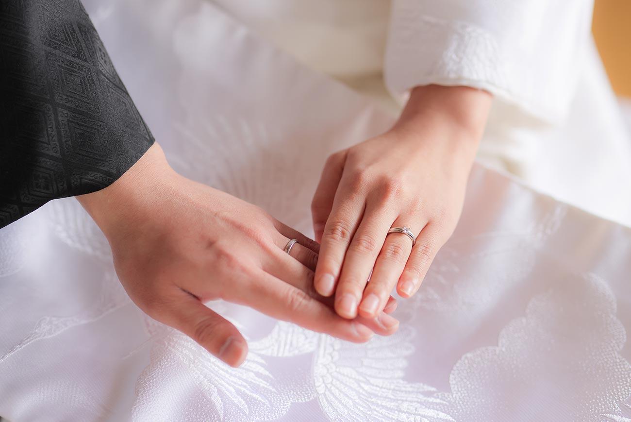 婚約指輪の手元のお写真