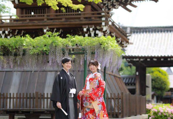 藤の花と京都で和装前撮りカップル