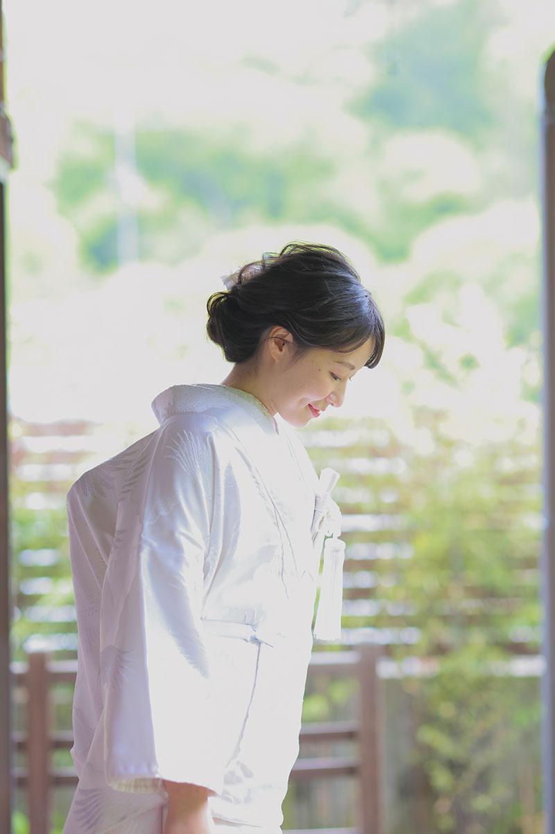 白無垢姿の花嫁様の前撮り中のオフショット