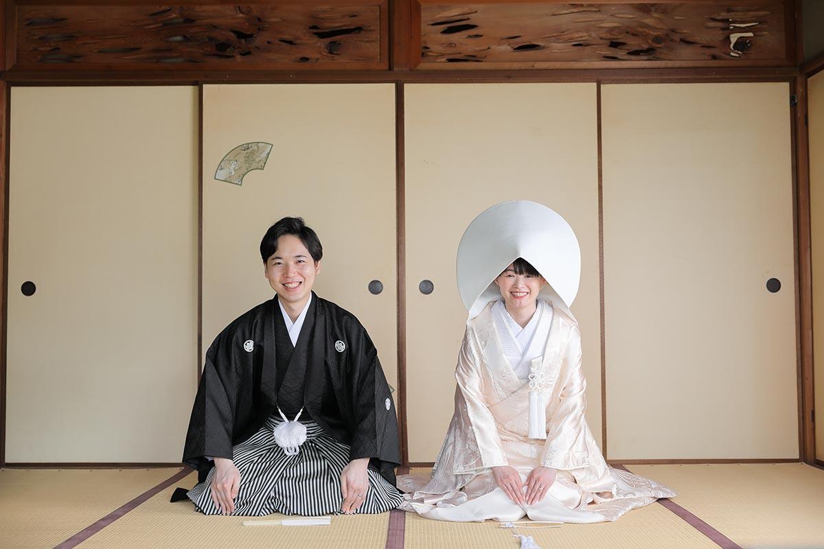 京都で前撮り白無垢綿帽子の正座カット