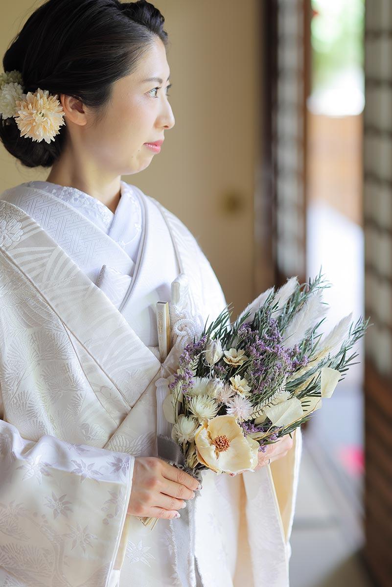 ブライフラワーのブーケと白無垢の花嫁様