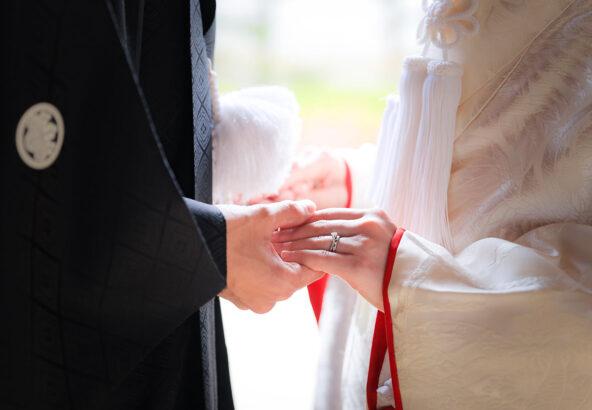 白無垢の婚約指輪のイメージカット