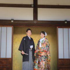 金屏風の前での和装婚礼写真