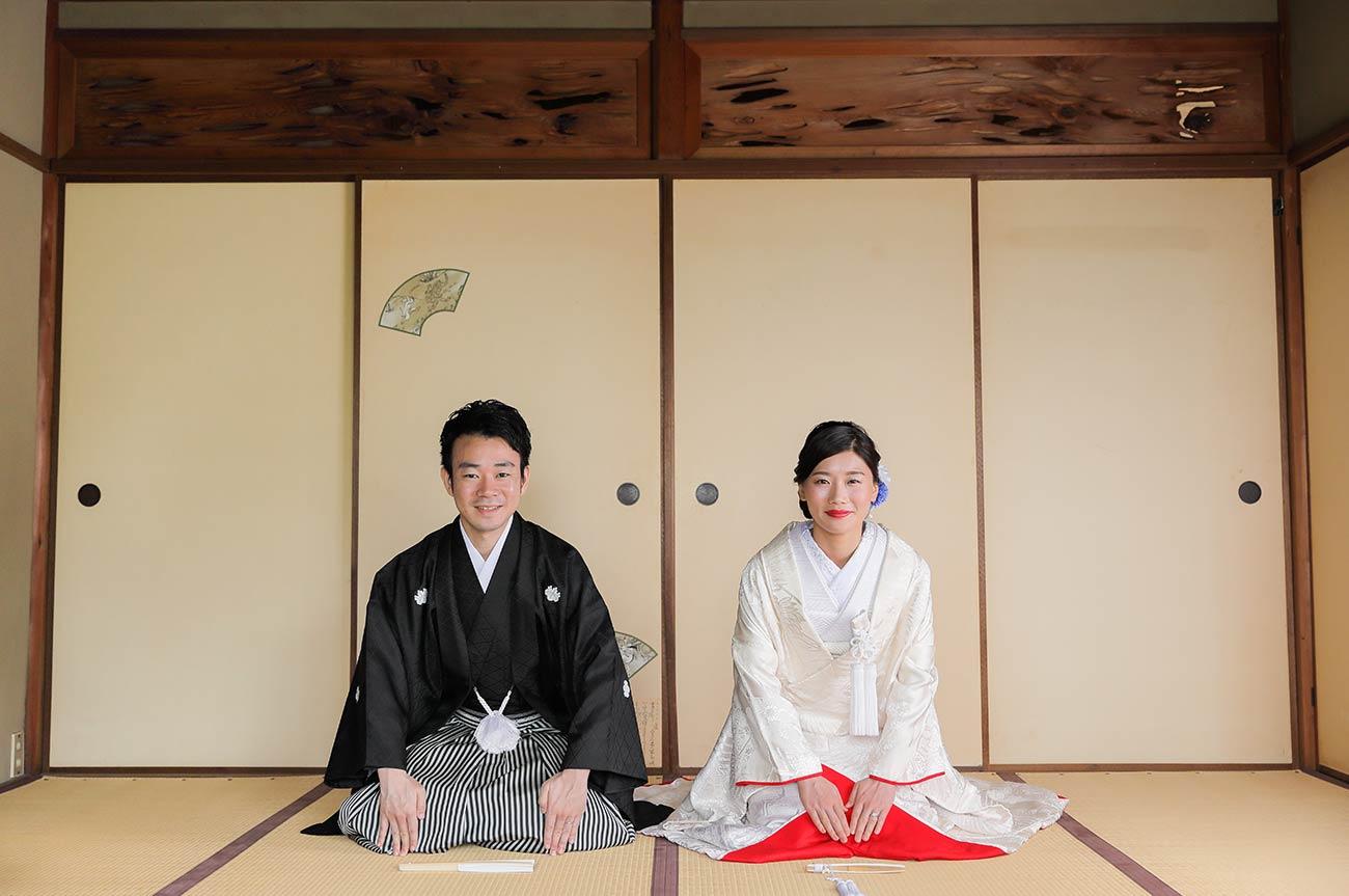 紅葉庵和室での正座の和装前撮り写真