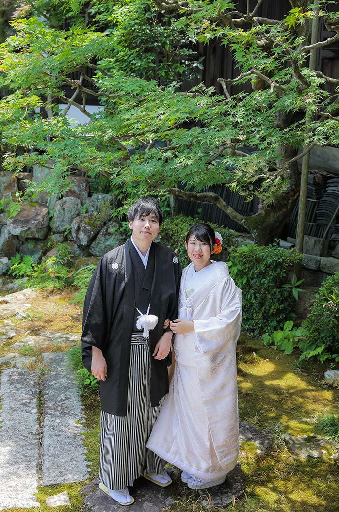 美しい京都の日本庭園での婚礼写真
