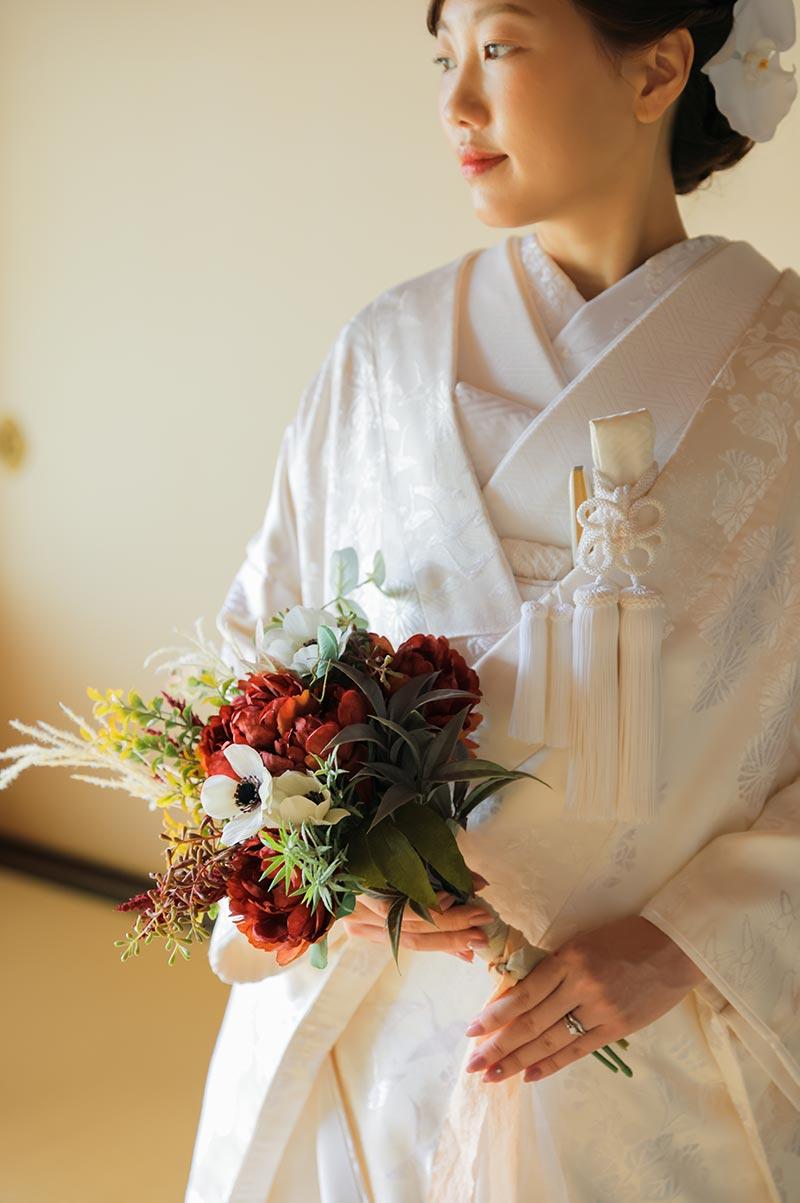 白無垢の花嫁様とブーケ