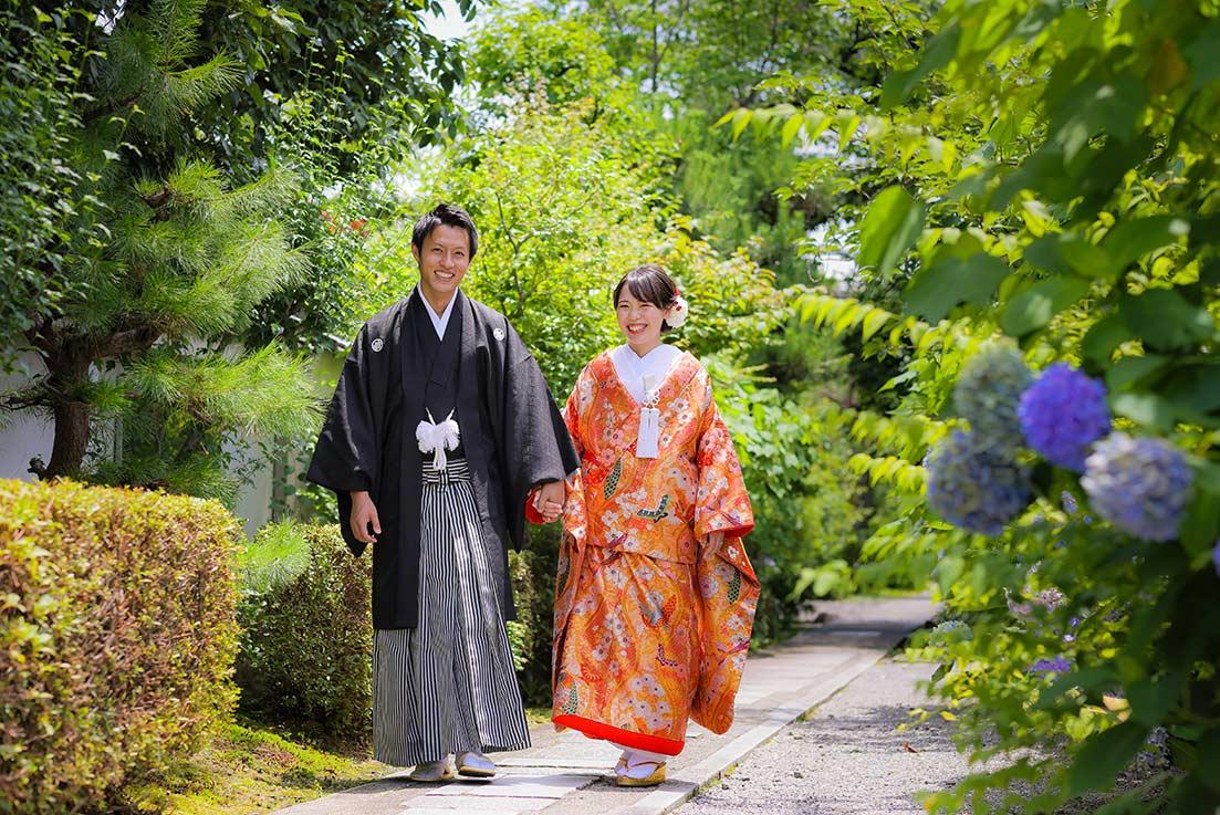 紫陽花と色打掛、紋付羽織袴の新郎新婦様