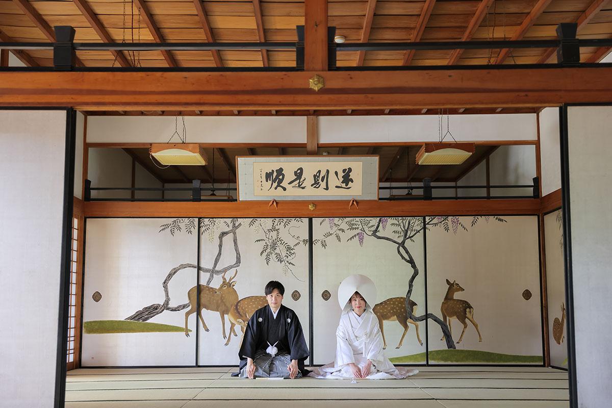 結婚式で使用したい鹿の襖絵前での挨拶のお写真